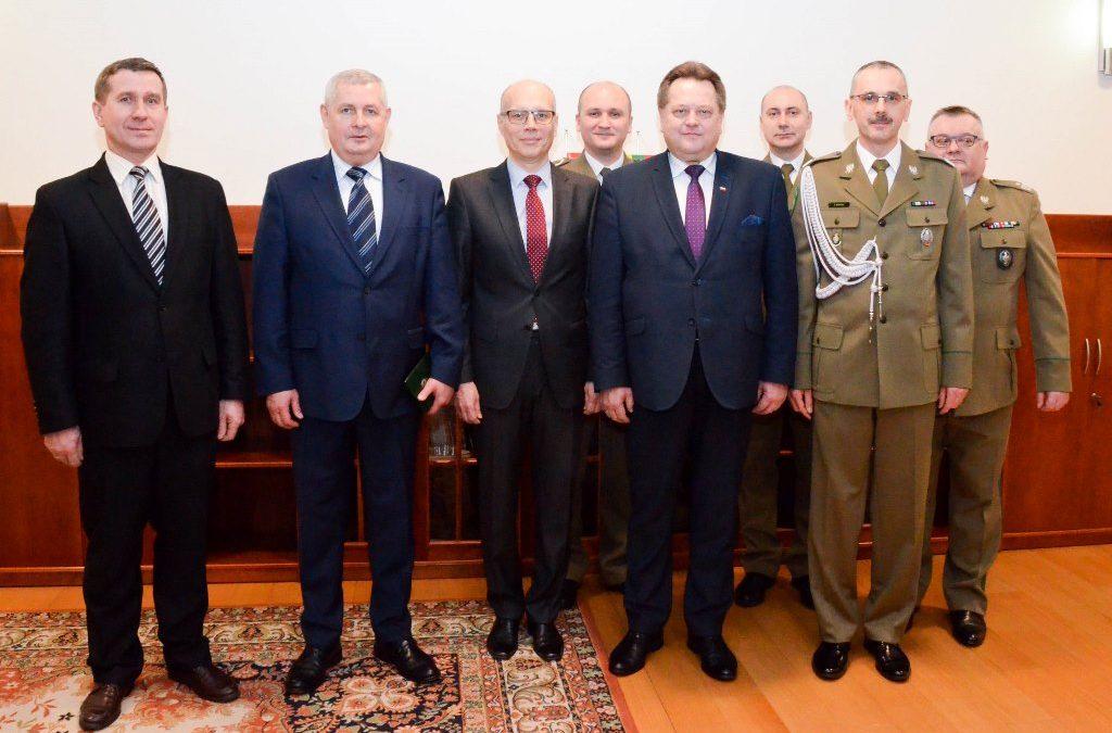 Generał Marek Łapiński z litewskim Odznaczeniem Honorowym Służby Ochrony Granicy Państwowej