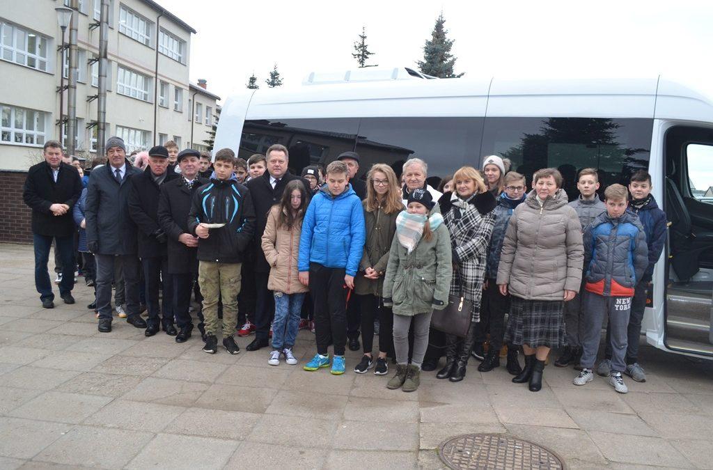 Szkoła Podstawowa w Raczkach ma nowy bus