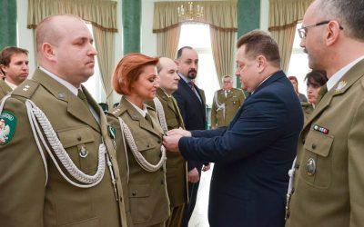 Wręczenie odznaczeń dla wyróżniających się funkcjonariuszy i pracowników cywilnych Straży Granicznej