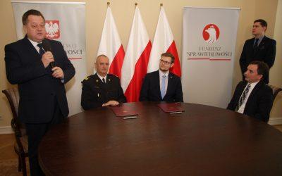 Podpisanie umowy o współpracy Ministerstwa Sprawiedliwości z PSP przy realizacji ogólnopolskiego programu pomocy dla OSP