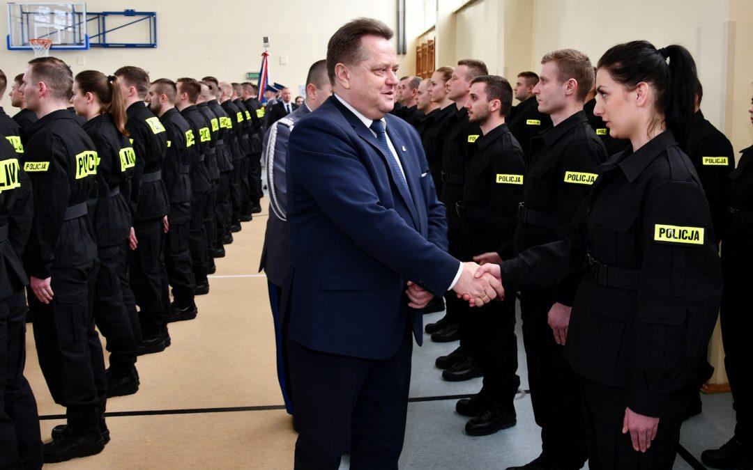 Nowi funkcjonariusze podlaskiego garnizonu Policji złożyli ślubowanie