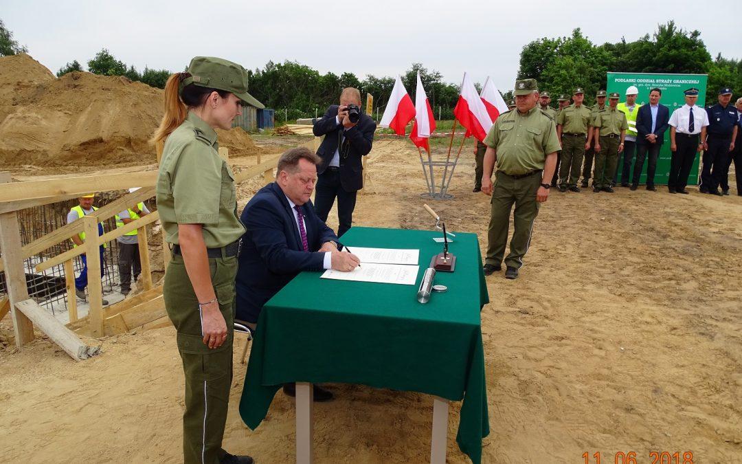 Wmurowanie aktu erekcyjnego pod budowę placówki Straży Granicznej w Nowym Dworze