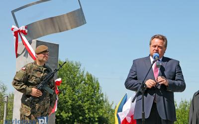 Odsłonięcie obelisku upamiętniającego rtm. Witolda Pileckiego w Łomży