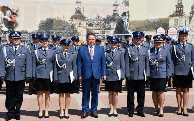 Komenda Miejska Policji w Łomży ze sztandarem