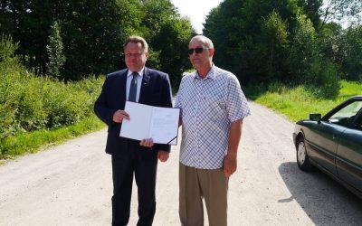 Wizyta w Przerośli na drodze przebudowywanej z udziałem środków MSWiA
