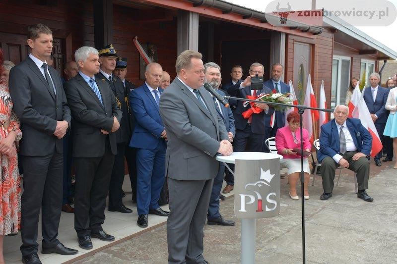 Odsłonięcie tablicy pamięci Przemysława Gosiewskiego w Kołakach Kościelnych