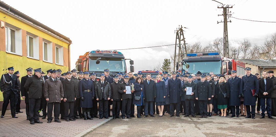 Jednostki OSP w Stawiskach i Nowokorninie otrzymały nowe wozy strażackie