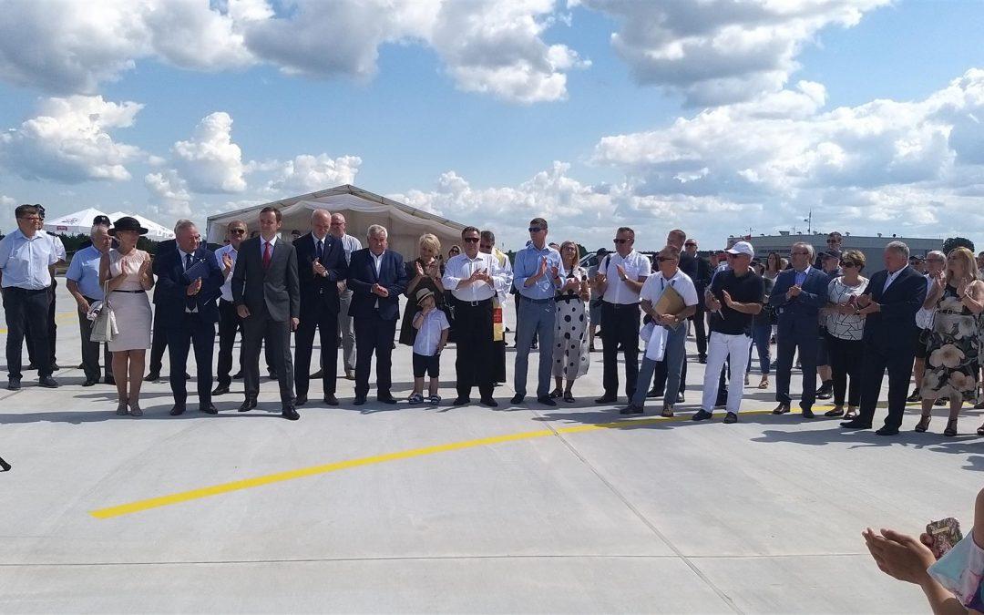 Uroczyste otwarcie lokalnego lotniska w Suwałkach