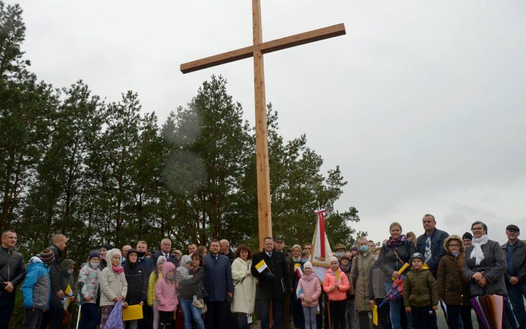 Poświęcenie odnowionego krzyża na Górze Cisowej