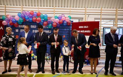 Szkoła Podstawowa w Nowej Wsi (Gmina Suwałki) z nową salą gimnastyczną.